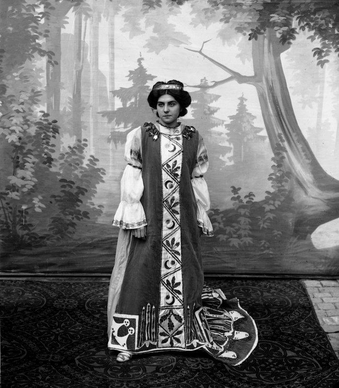 Die Titelheldin Fabiola im gleichnamigen Drama in fünf Akten von Hans von Matt, in welchem der Orchesterverein die reiche Bühnenmusik von Karl Detsch zum Besten gab.